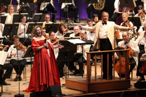 Renee Fleming with conductor Rob Fisher.