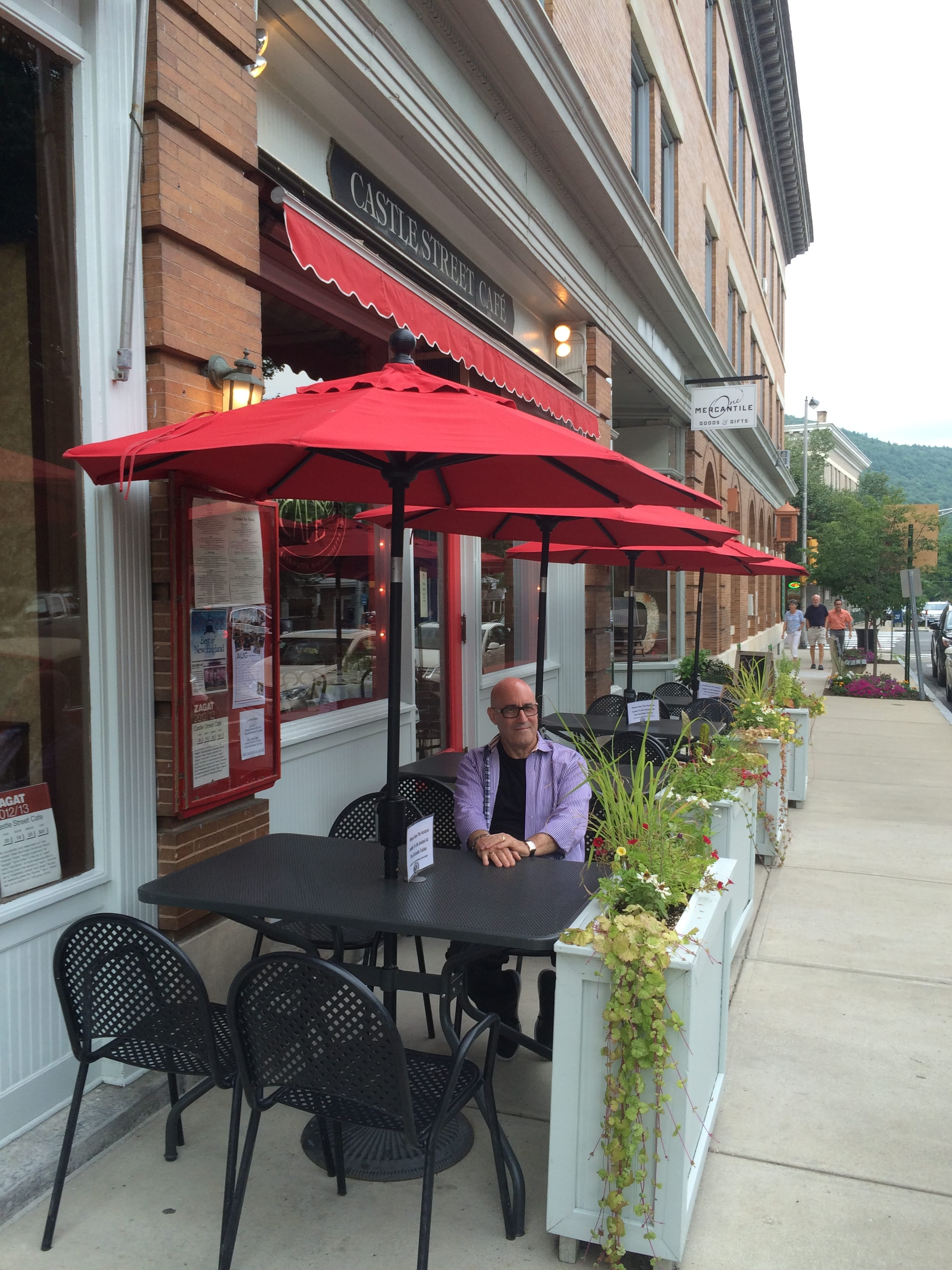 Umbrellas shelter diners at Castle Street Cafe. They could also shelter visitors to the new Main Street benches (once they're installed when the reconstruction project is completed). And yes, that's Alan Kalish at table.