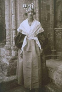 Jeanne Calment: young and in Provençal dress.