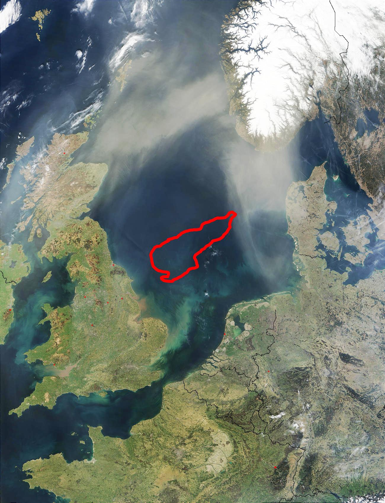 The circled area is Doggerbank, that as a land mass once connected England to the Netherlands.