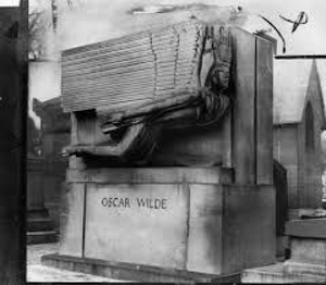 Oscar's tomb as Janet Flanner would have seen it: without the lipstick kisses.