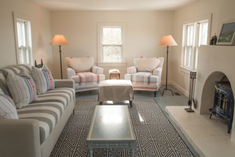 The cozy living room helps promote family togetherness. Photo: Karen Beckwith