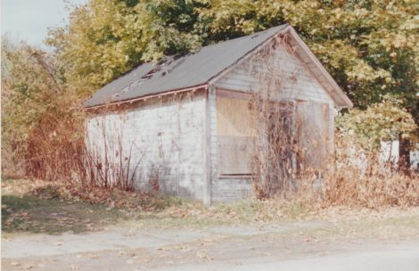 Rabbi Jacob Axelrod had a deli in a small building, now gone, next to Ahavath Sholom synagogue on North Street. (Bernard A. Drew photo 1998)