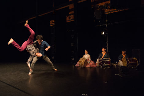 "Cheol-in Jeong and Jae-woo Jung of Bereishit Dance Company in ""Balance and Imbalance."" Photo: Christopher Duggan"