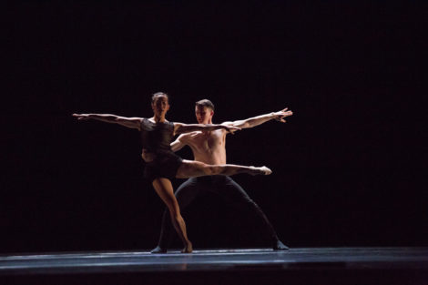 """Jessica Tong and Jason Hortin of Hubbard Street Dance Chicago in excerpt from """"Second to Last"""" by Alejandro Cerrudo. Photo by Hayim Heron"""