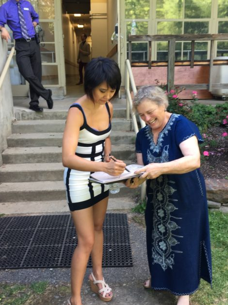 Pianist Yuja Wang signing Carolyn Newberger's illustration of her performance. Photo: Eli Newberger