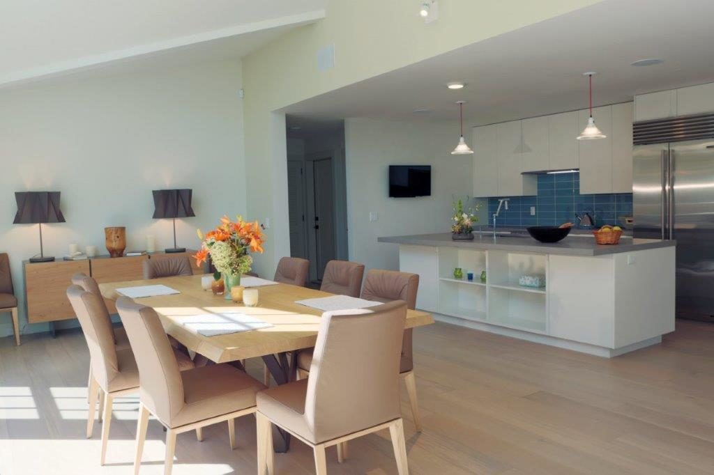 The newly renovated kitchen and dining room, with its new color palette. Photo:Wit McKay
