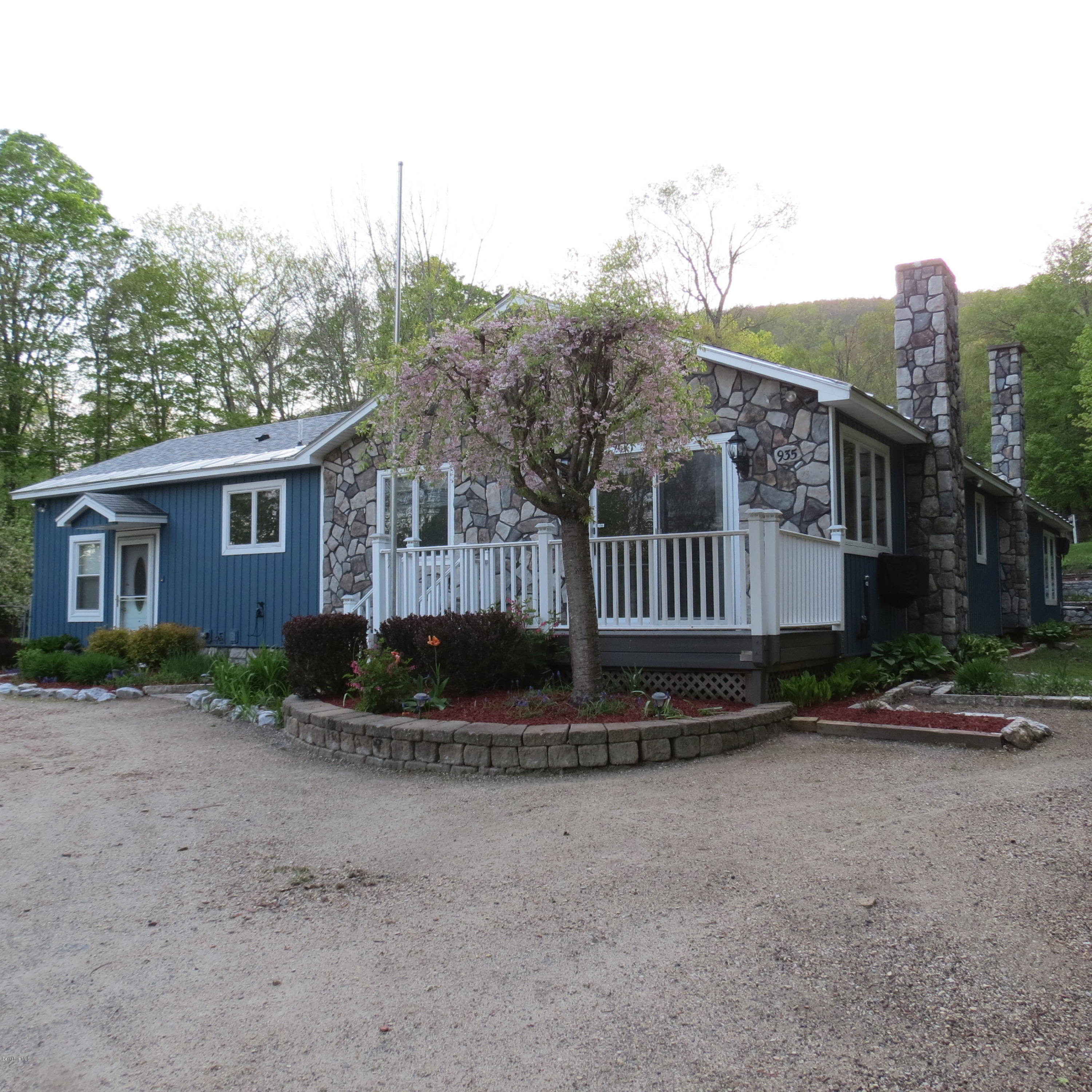 Lots of acreage, lots of privacy!