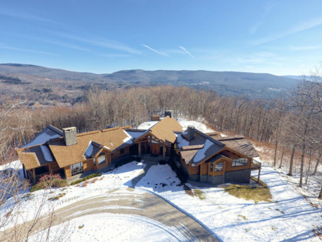 Mountaintop estate with breathtaking 180-degree views!